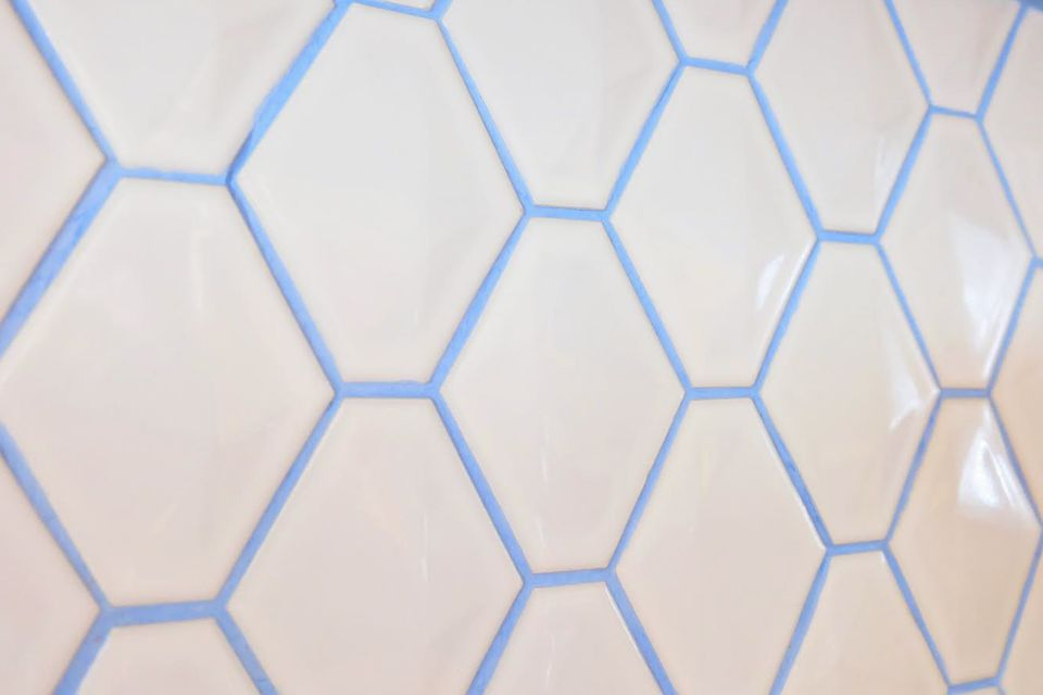 blue-grout-hex-tile-via-smallspaces.about.com-57d8295b5f9b589b0aa94824